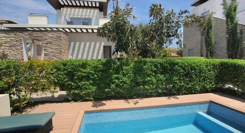 E Hotel на Кипре - бассейн